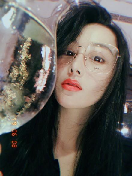 Trong khi Phạm Băng Băng vật lộn khi trở lại showbiz, Trương Hinh Dư thảnh thơi khoe nhan sắc gái một con - Ảnh 4.