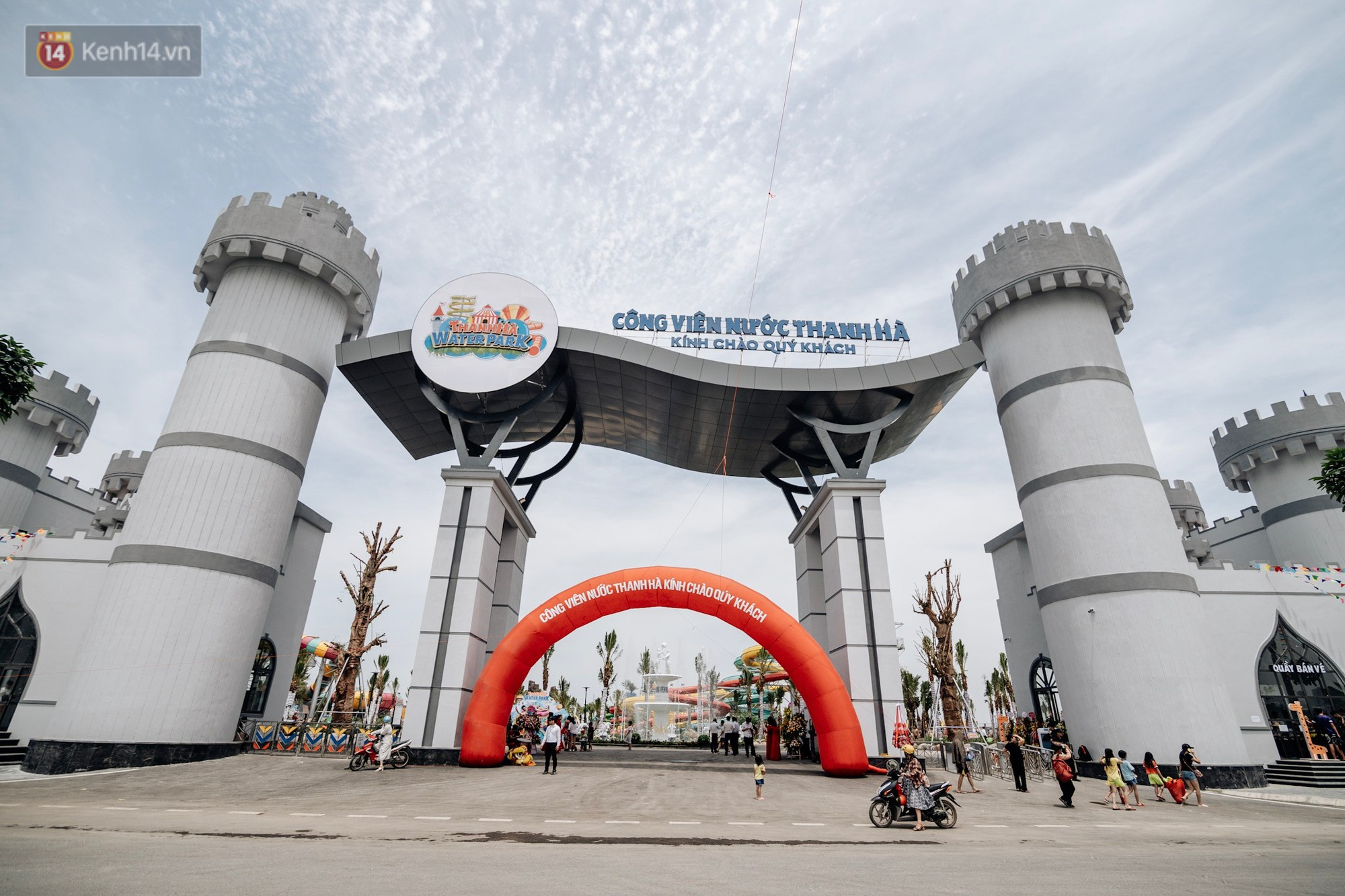 Ảnh, clip: Người dân Hà Nội thích thú trải nghiệm công viên nước hiện đại nhất Thủ đô trong ngày đầu mở cửa - Ảnh 5.