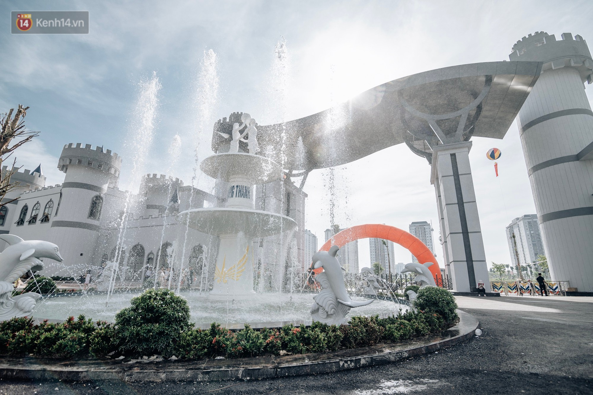 Ảnh, clip: Người dân Hà Nội thích thú trải nghiệm công viên nước hiện đại nhất Thủ đô trong ngày đầu mở cửa - Ảnh 11.