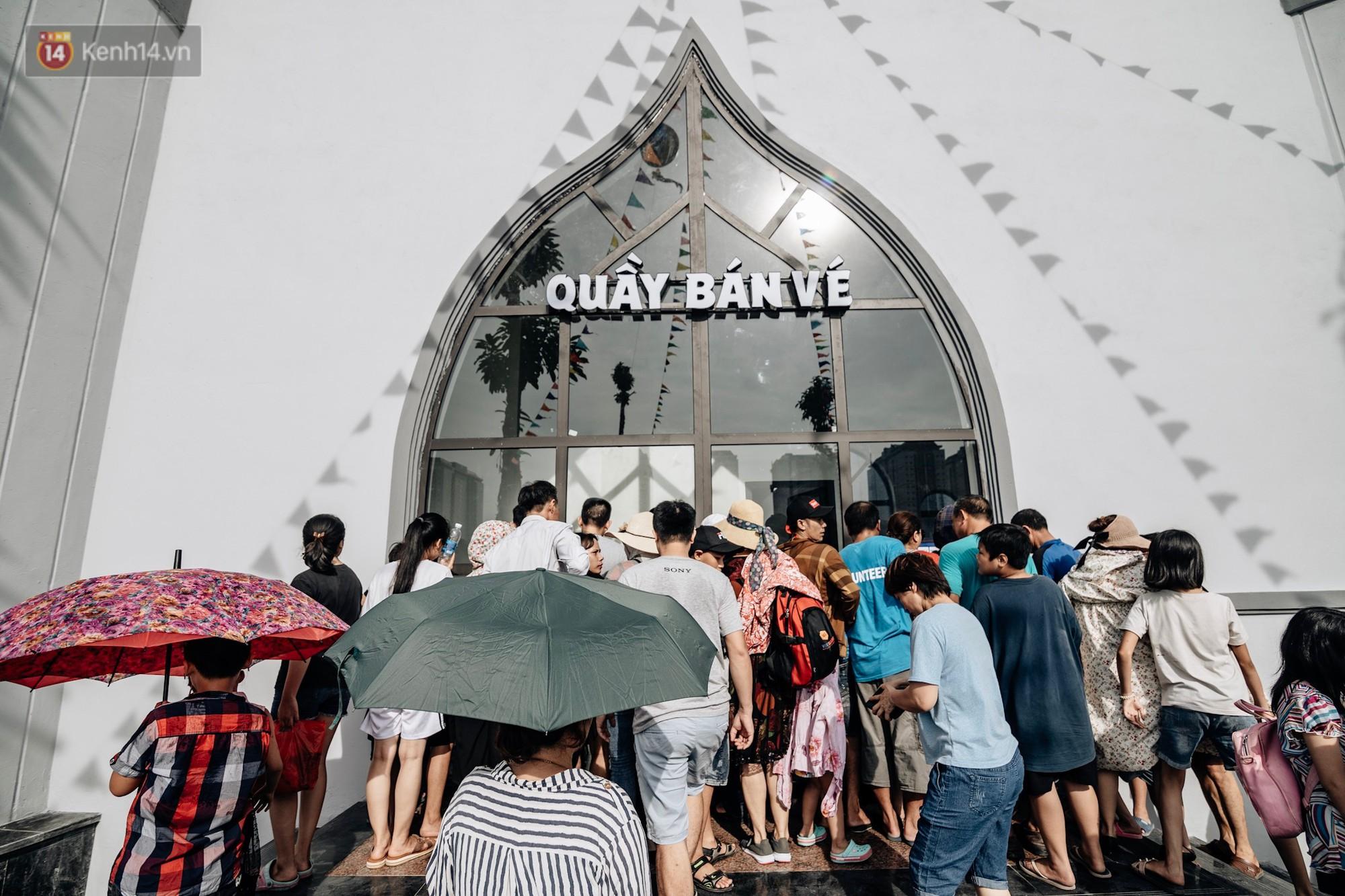 Ảnh, clip: Người dân Hà Nội thích thú trải nghiệm công viên nước hiện đại nhất Thủ đô trong ngày đầu mở cửa - Ảnh 6.
