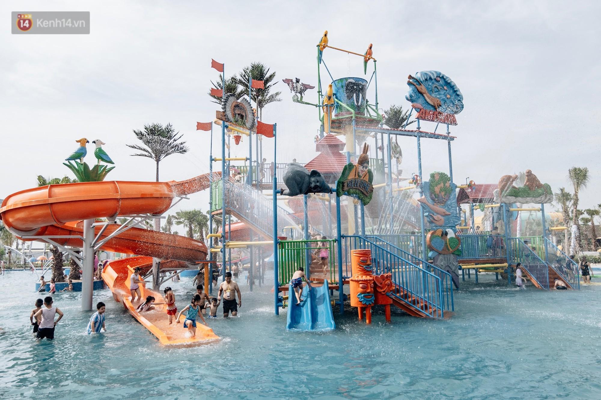 Ảnh, clip: Người dân Hà Nội thích thú trải nghiệm công viên nước hiện đại nhất Thủ đô trong ngày đầu mở cửa - Ảnh 16.