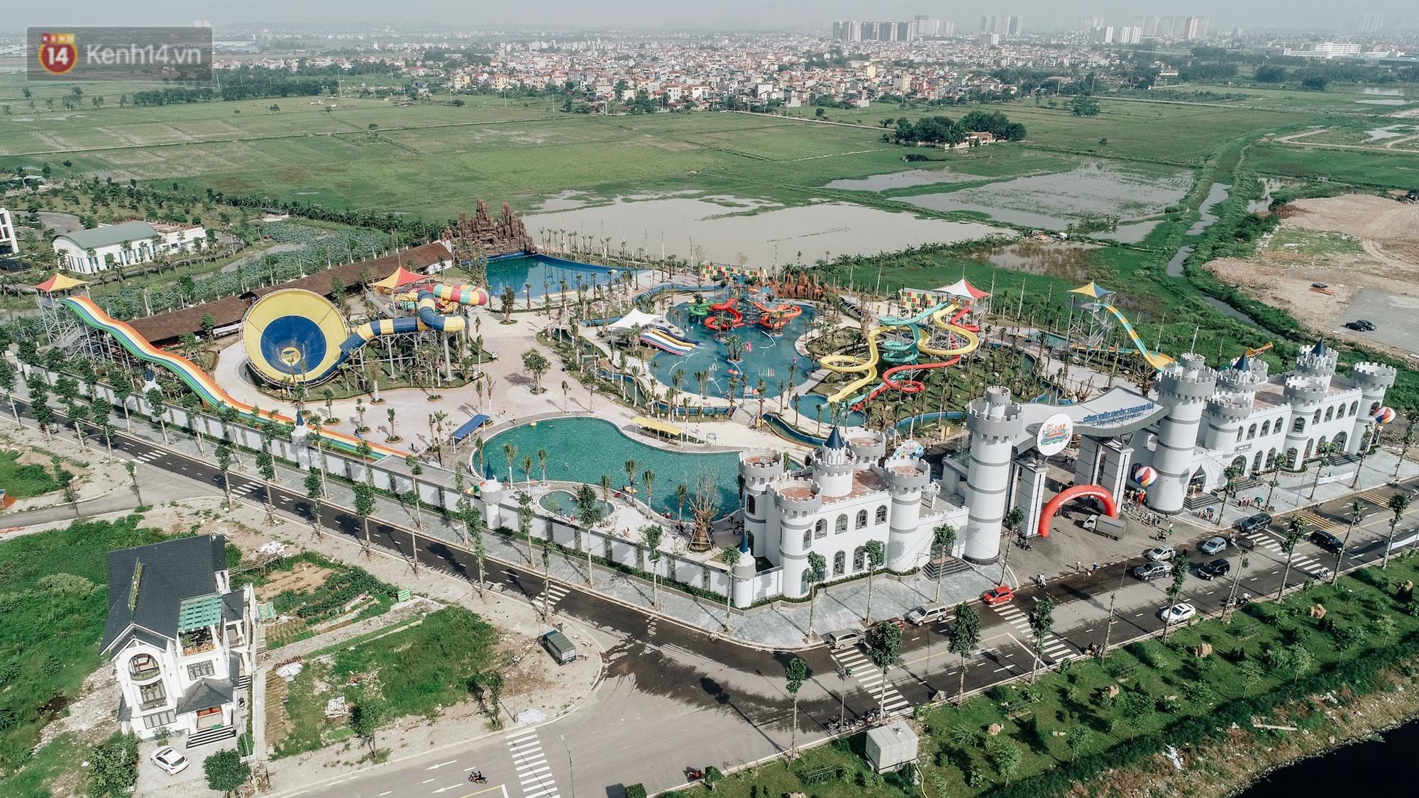Ảnh, clip: Người dân Hà Nội thích thú trải nghiệm công viên nước hiện đại nhất Thủ đô trong ngày đầu mở cửa - Ảnh 2.
