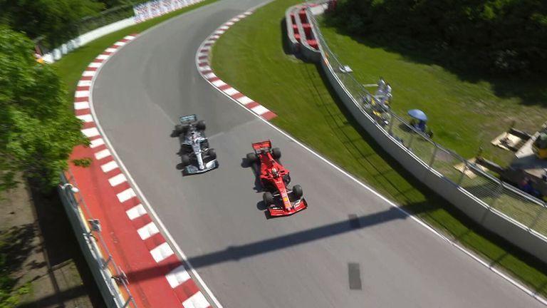Drama cực mạnh trên đường đua F1: Cựu vô địch thế giới tự ý thay đổi vị trí xe về đích, đứng luôn lên bục podium cùng tay đua thắng cuộc - Ảnh 3.