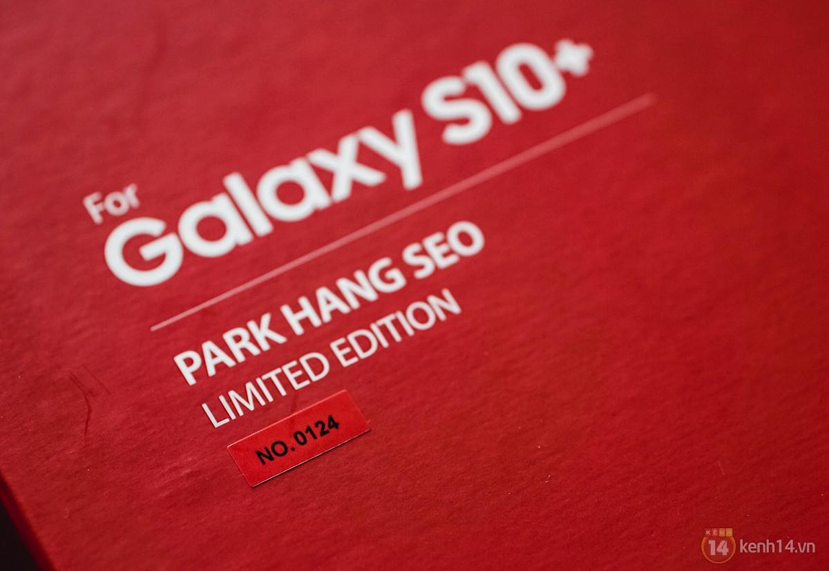 Ngắm nhìn màu bạc rất lạ trên Galaxy S10+ phiên bản Park Hang Seo - Ảnh 2.