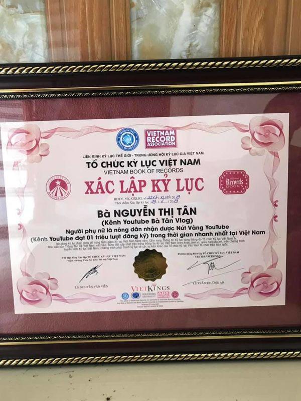 Kênh Youtube của bà Tân Vlog được nhận bằng xác lập kỷ lục Việt Nam - Ảnh 1.