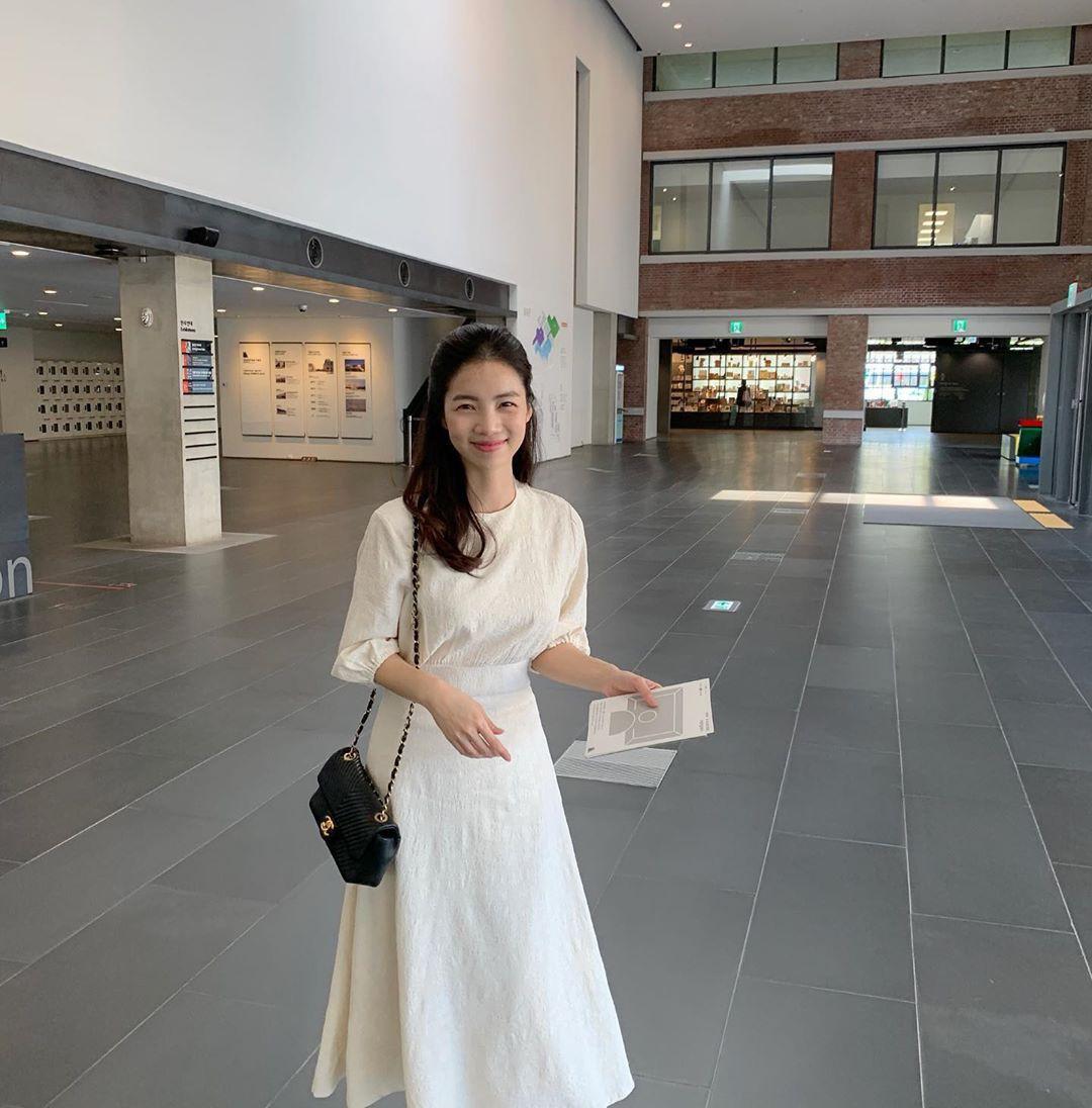 Street style Châu Á: Toàn tập là màu trắng, bộ nào bộ nấy đều đẹp và dễ mặc - Ảnh 1.
