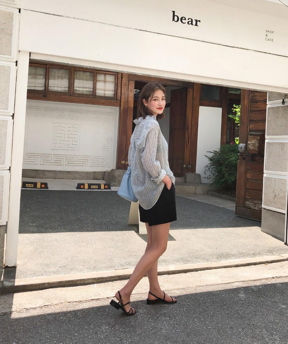 Nóng quá thì nàng công sở cứ mạnh dạn diện quần shorts nhưng để bảo toàn sự tinh tế, hãy tham khảo vài tips sau - Ảnh 2.