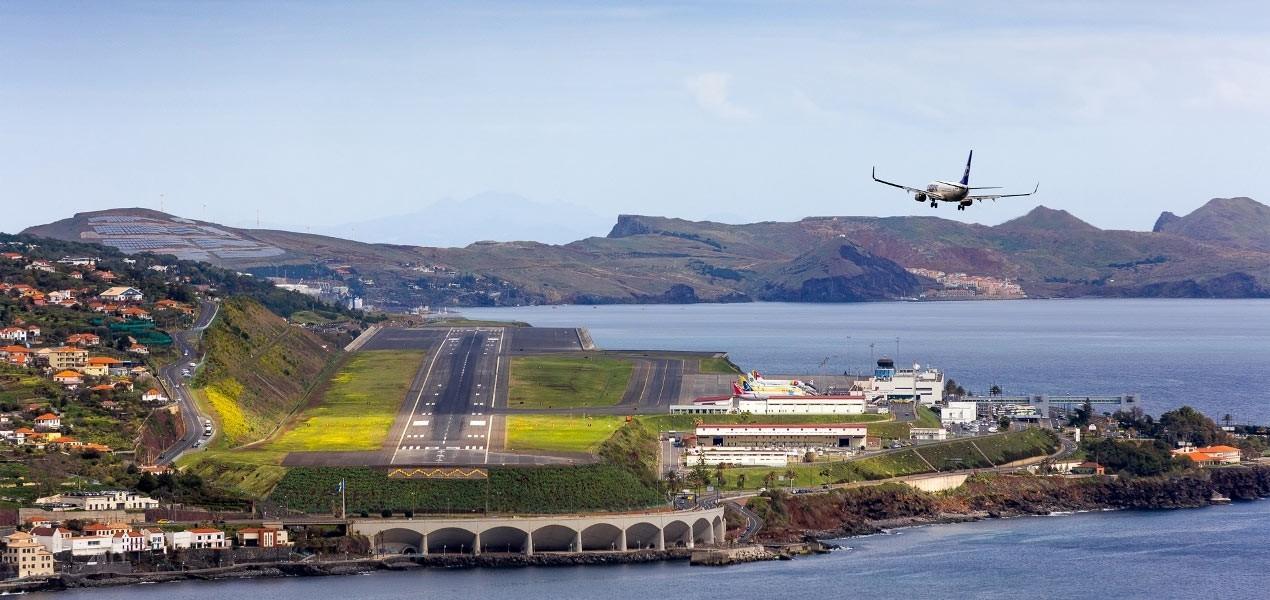 9 sân bay tọa lạc ở nơi chênh vênh hiểm trở như tận cùng thế giới, vị trí thứ 8 mang tên Cristiano Ronaldo - Ảnh 15.