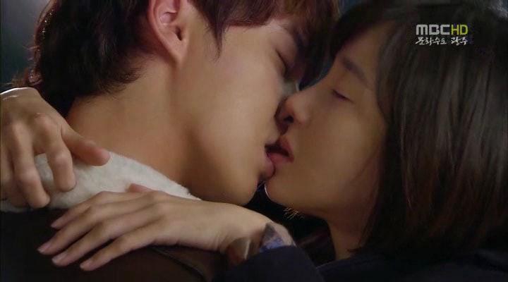 6 chàng trai vàng trong làng hôn giỏi xứ Hàn: Ji Chang Wook cũng phải chào thua màn đưa môi bạo liệt cuối cùng - Ảnh 12.