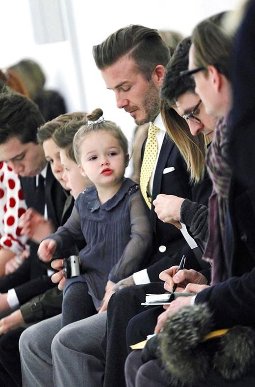 Hành trình nhan sắc 2 công chúa nhà sao hot nhất Hollywood: Harper Beckham xinh ra, Suri Cruise ngày càng bị dìm - Ảnh 4.