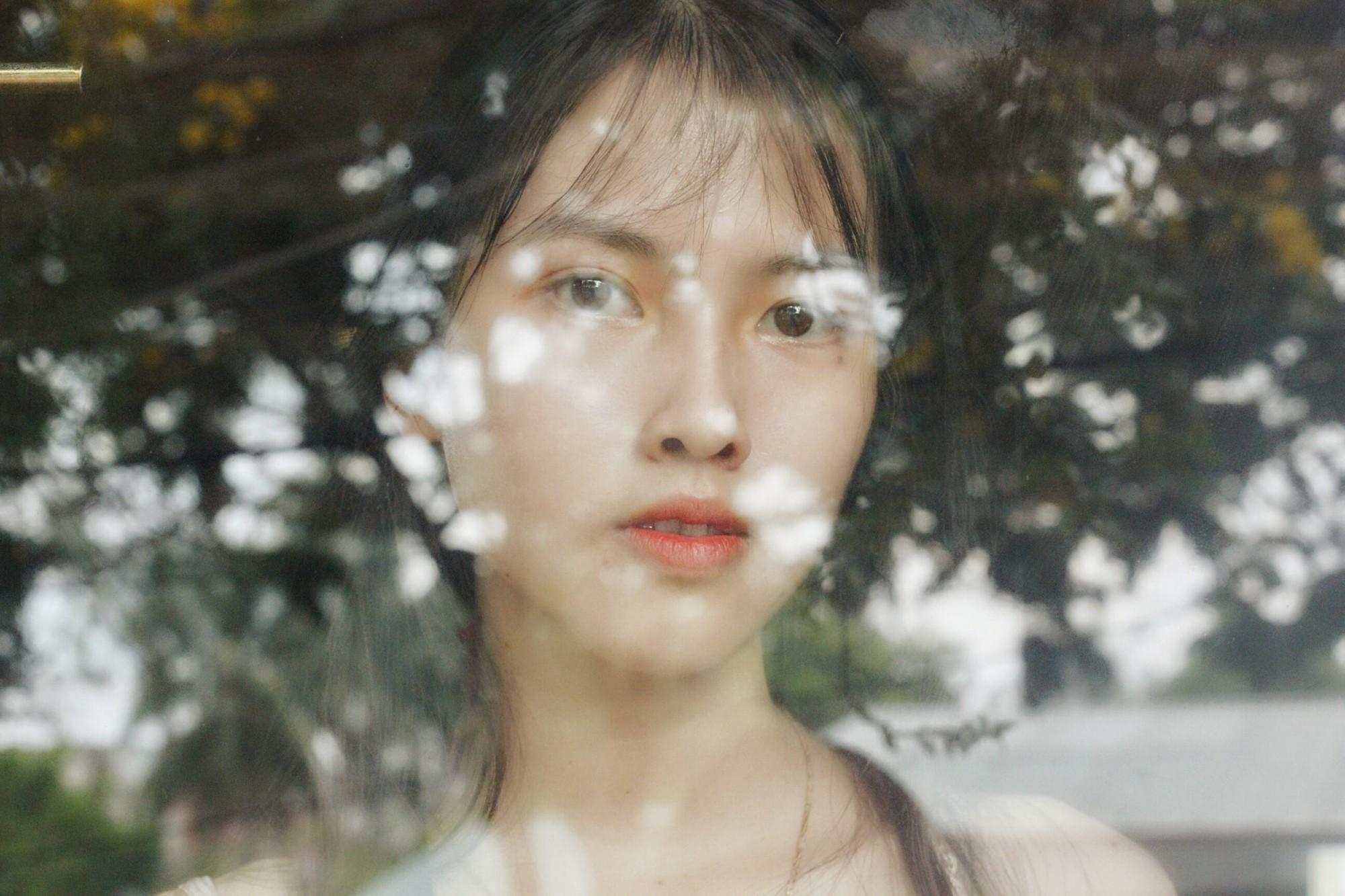 Bắt chước người ta chụp ảnh kỷ yếu cool ngầu, nữ sinh 2001 nhận lấy cái kết ngã sấp mặt - Ảnh 5.