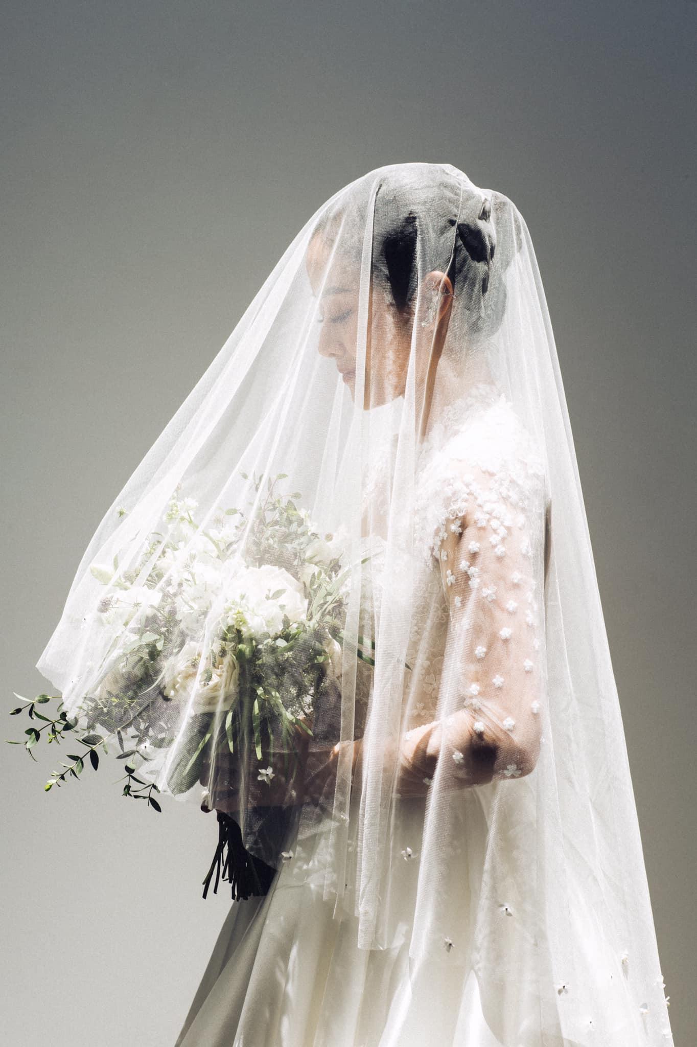 MC Phí Linh diện váy cưới lộng lẫy, được dàn sao Việt gửi lời chúc phúc trước 3 ngày lên xe hoa - Ảnh 1.