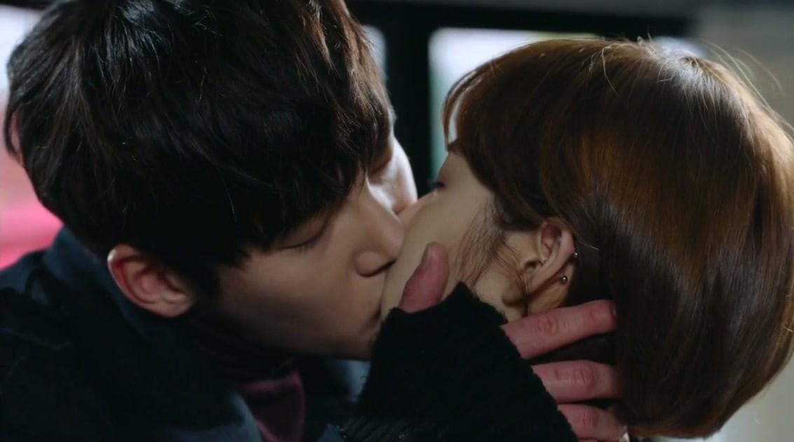 6 chàng trai vàng trong làng hôn giỏi xứ Hàn: Ji Chang Wook cũng phải chào thua màn đưa môi bạo liệt cuối cùng - Ảnh 10.