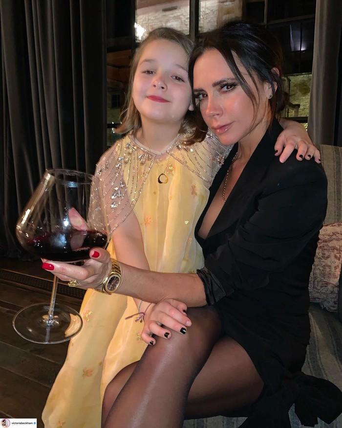 Hành trình nhan sắc 2 công chúa nhà sao hot nhất Hollywood: Harper Beckham xinh ra, Suri Cruise ngày càng bị dìm - Ảnh 15.