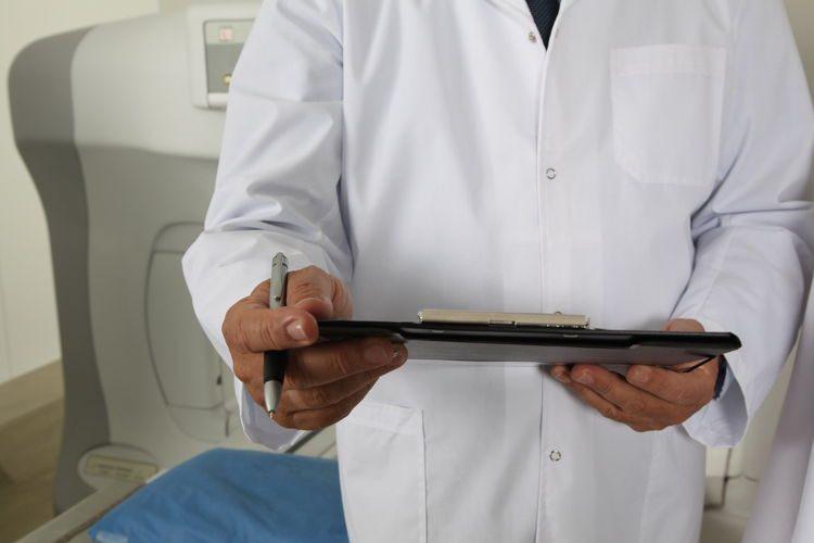 Bác sĩ thừa nhận sử dụng ma túy đá suốt gần 1 thập kỷ để có động lực chữa trị cho bệnh nhân - Ảnh 1.