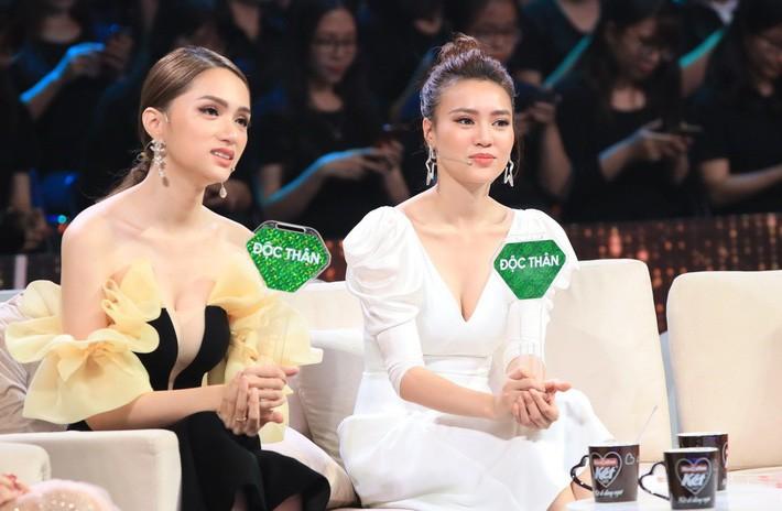 Một bộ đầm hai số phận: Đụng hàng với Angela Phương Trinh, HH Hương Giang mặc sai lè mà chẳng hề hay biết - Ảnh 2.