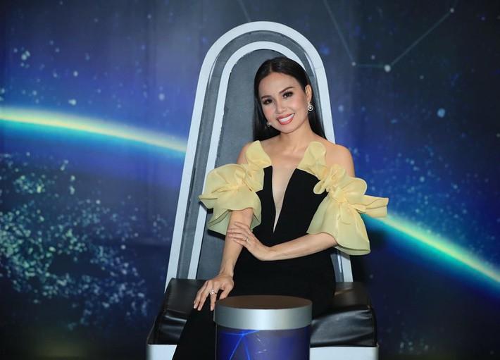 Một bộ đầm hai số phận: Đụng hàng với Angela Phương Trinh, HH Hương Giang mặc sai lè mà chẳng hề hay biết - Ảnh 6.
