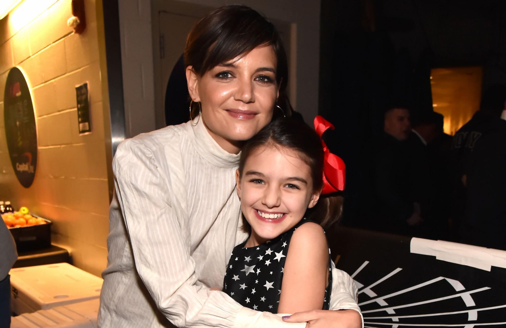 Hành trình nhan sắc 2 công chúa nhà sao hot nhất Hollywood: Harper Beckham xinh ra, Suri Cruise ngày càng bị dìm - Ảnh 34.