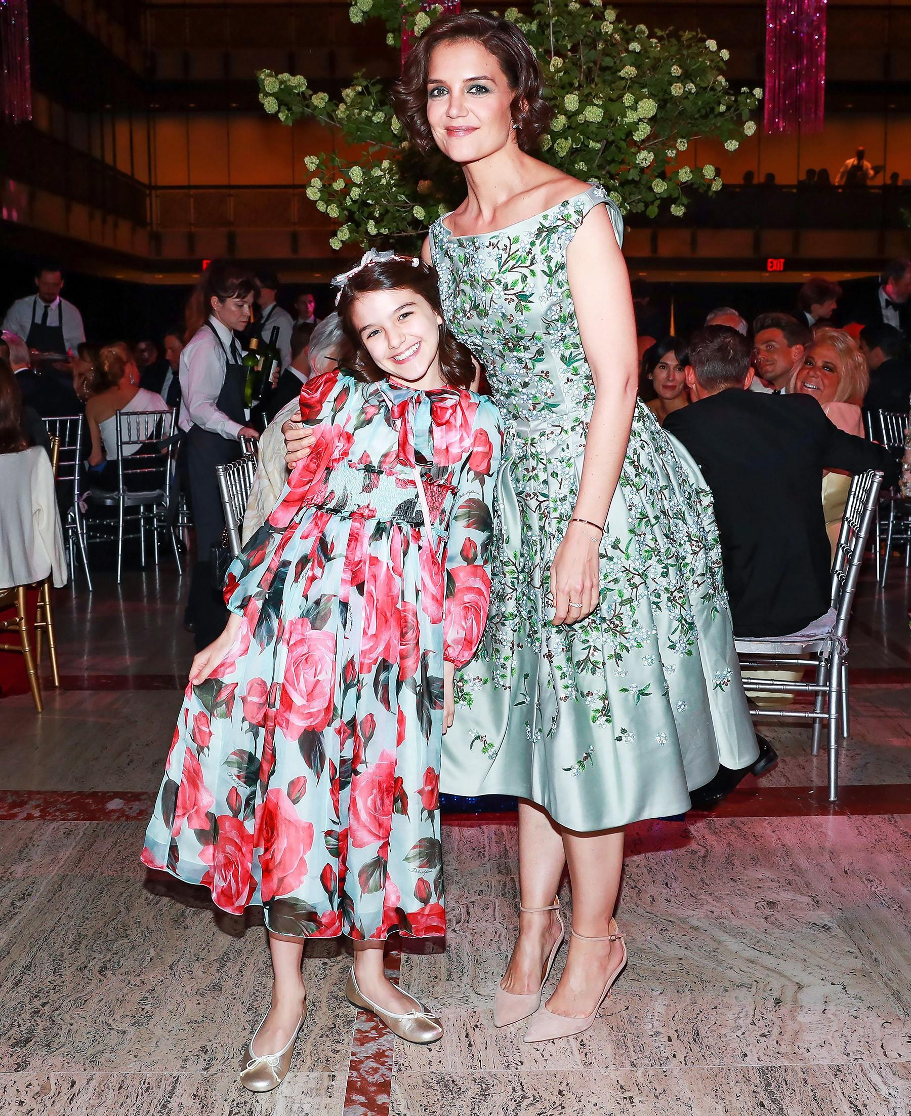 Hành trình nhan sắc 2 công chúa nhà sao hot nhất Hollywood: Harper Beckham xinh ra, Suri Cruise ngày càng bị dìm - Ảnh 32.