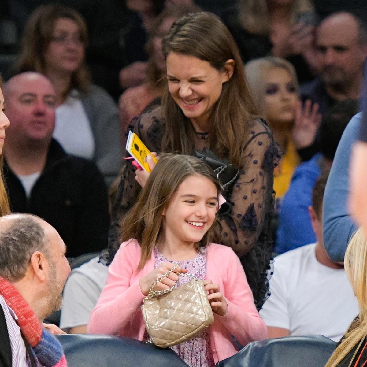 Hành trình nhan sắc 2 công chúa nhà sao hot nhất Hollywood: Harper Beckham xinh ra, Suri Cruise ngày càng bị dìm - Ảnh 35.