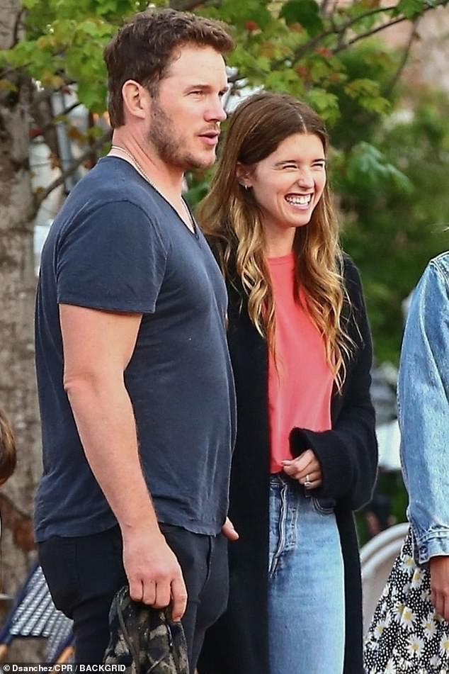 Cặp vợ chồng mới cưới hot nhất Hollywood tuần qua gây thất vọng bởi vẻ ngoài kém sắc ngoài đời thường - Ảnh 2.