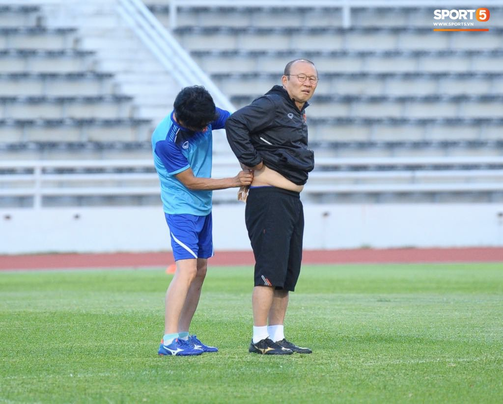 HLV Park Hang-seo gặp vấn đề về sức khỏe, phải đi khám gấp khi về tới Việt Nam - Ảnh 3.