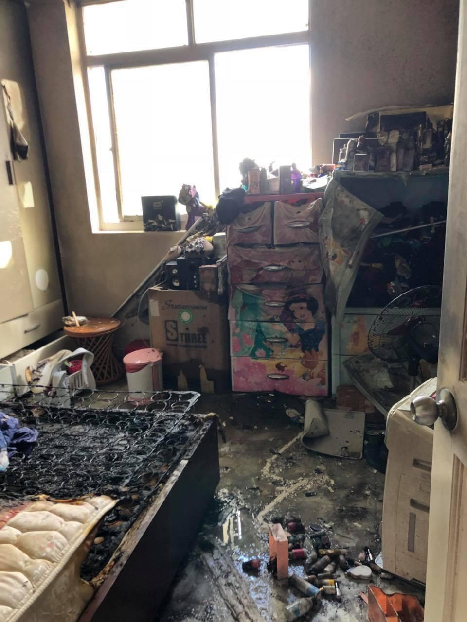 Căn hộ cao ốc bốc cháy dữ dội giữa Sài Gòn, đôi vợ chồng người nước ngoài tung cửa kêu cứu - Ảnh 1.