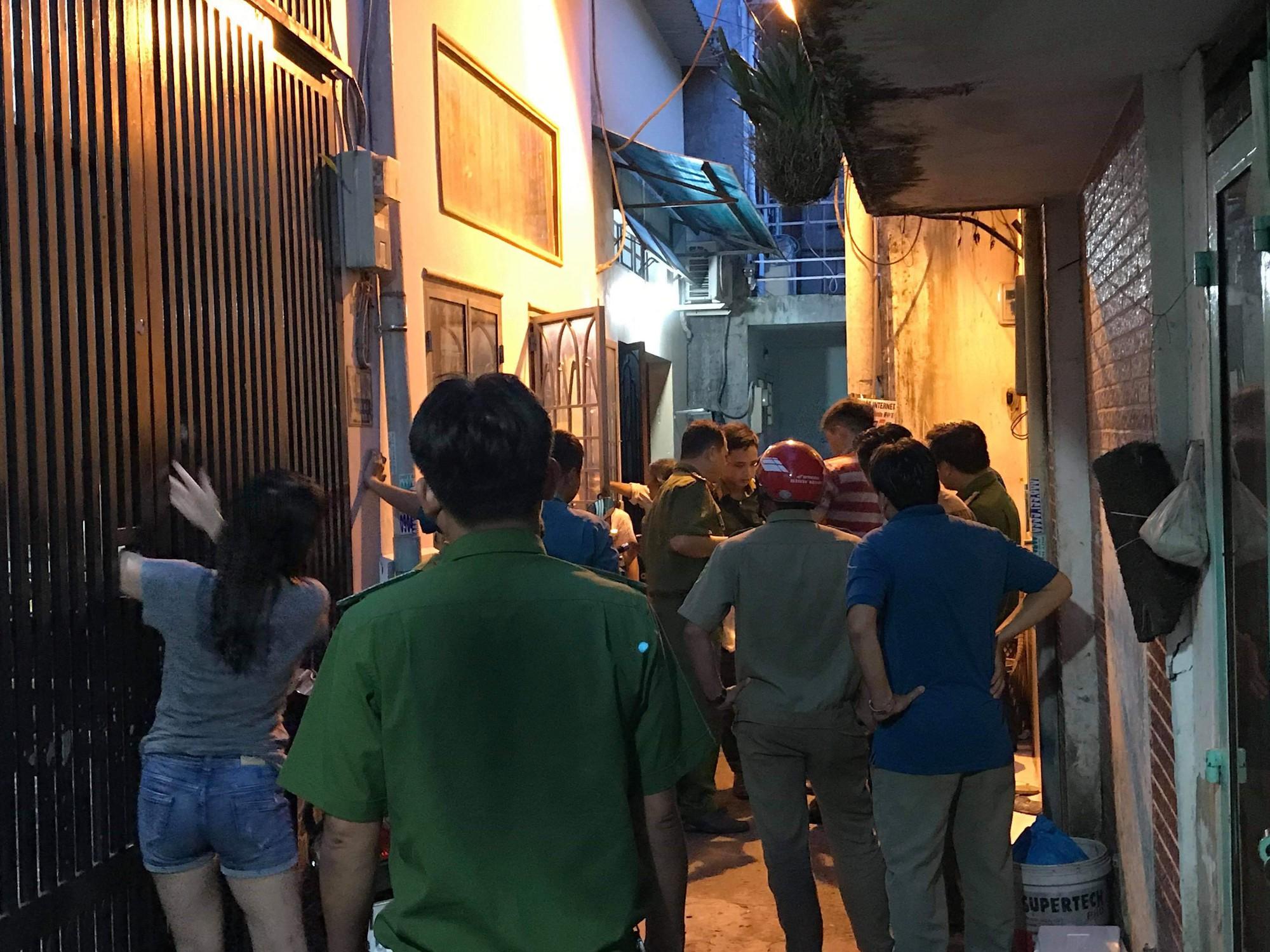 7 bà cháu hôn mê trong căn nhà ở Sài Gòn nghi do ngạt thở, 1 bé đã tử vong - Ảnh 1.