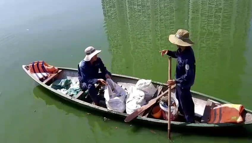 Đà Nẵng: Cá chết hàng loạt, nổi lềnh bềnh trên hồ Thạc Gián - Ảnh 5.