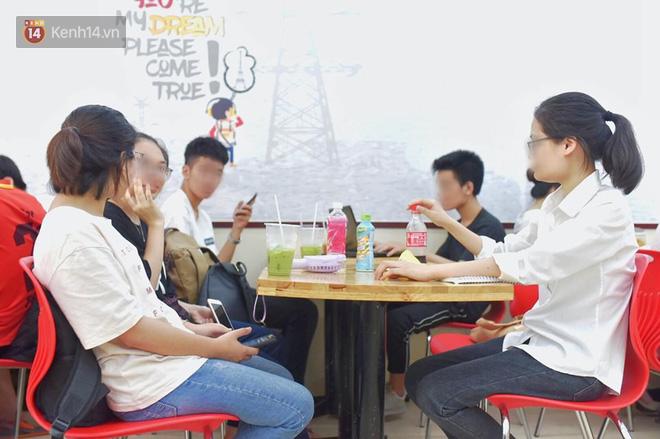 Hình ảnh xấu xí của sinh viên tại các cửa hàng tiện lợi mùa nóng: Chen chúc nhau ngồi lỳ từ sáng đến khuya, xả rất nhiều rác thải nhựa - Ảnh 5.