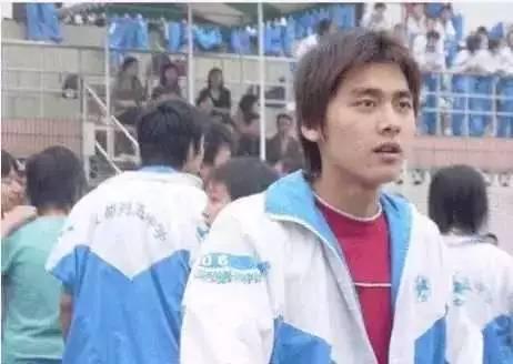 Loạt ảnh thời trẻ trâu của loạt nam thần mới thấy Đặng Luân, Lý Dịch Phong được hô biến nhan sắc tài tình - Ảnh 3.