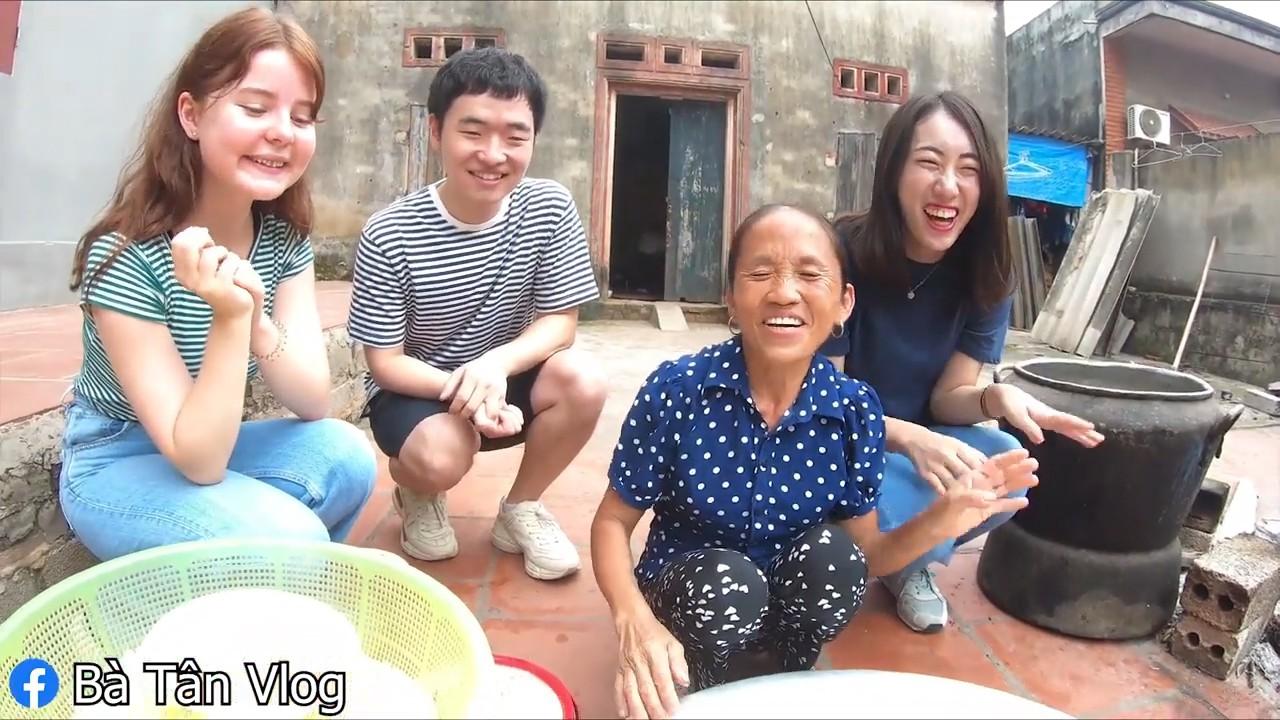 Bà Tân Vlog ăn mừng đạt huân chương kỷ lục Việt Nam, cùng 3 người cháu đến từ Hàn, Nhật, Nga làm đĩa xôi gà khổng lồ - Ảnh 3.