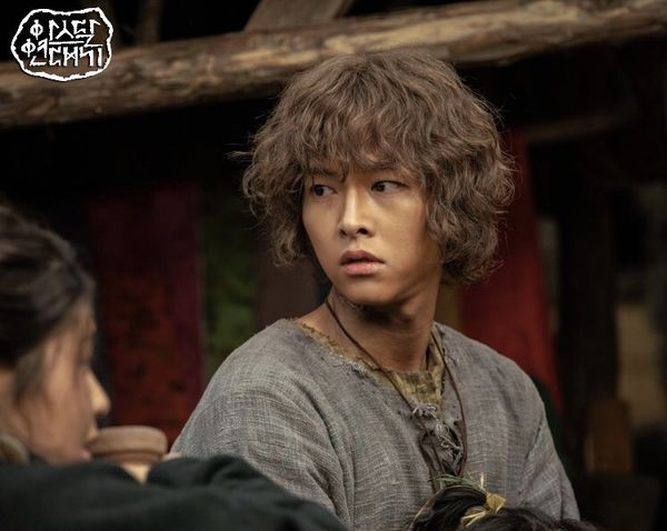 Song Joong Ki thua đau trước Jung Hae In, ngậm ngùi nhìn đàn em leo lên No.1 hot nhất tuần! - Ảnh 2.