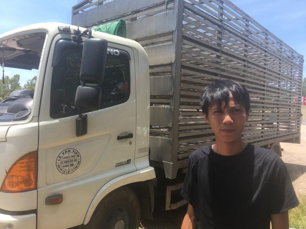 Hôi vịt trên xe tải bị lật ở Quảng Bình: Có người bắt đến chục con, lái xe chạy theo van xin mà không được - Ảnh 1.