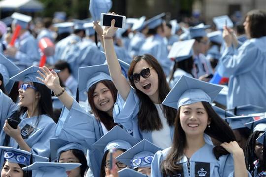 Sang như giới nhà giàu Trung Quốc, mua nhà gần trường cho con du học - Ảnh 1.