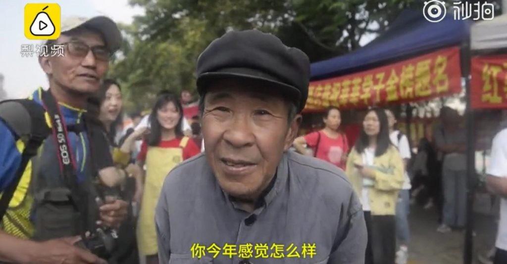 Dành cả thanh xuân để thi Gaokao, cụ ông bán đồng nát tuổi 72 vẫn được ca tụng hết lời dù bỏ cuộc ở lần thứ 19 - Ảnh 1.