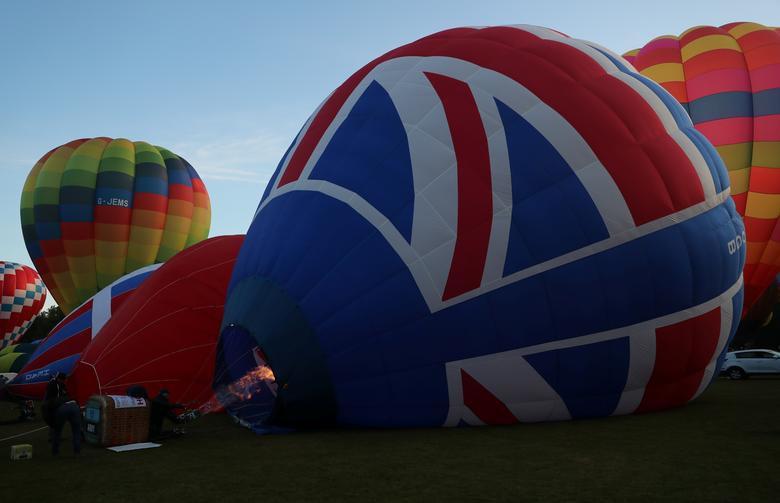 Khinh khí cầu đủ màu sắc rợp trời thủ đô London của Anh - Ảnh 2.