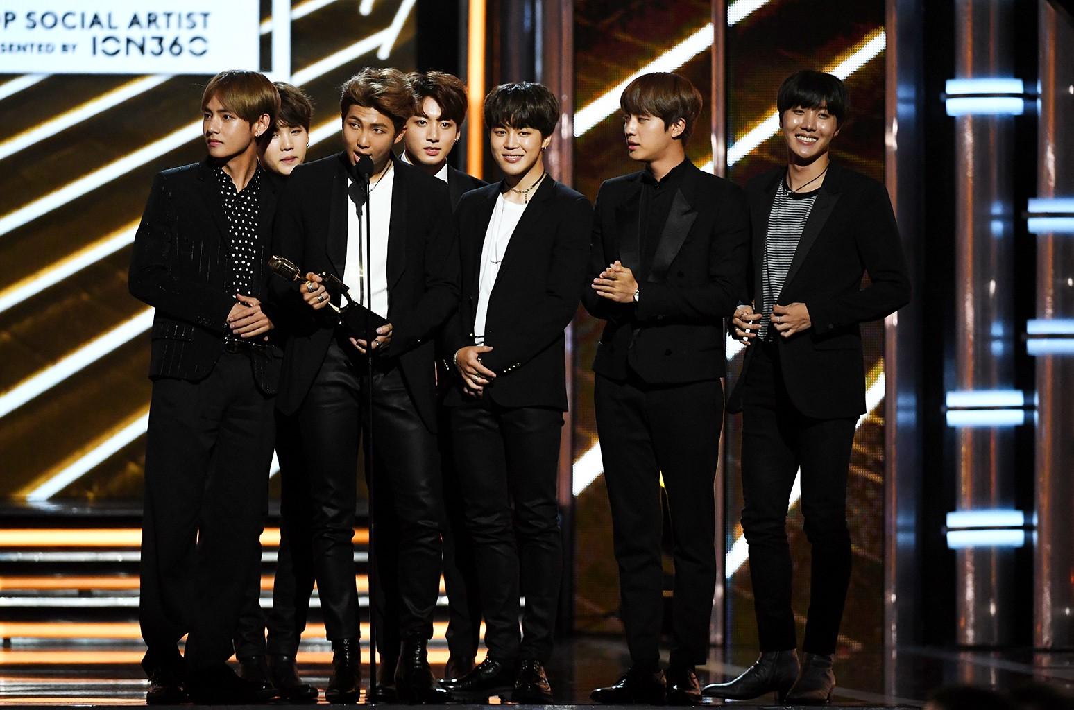 Từ concert Wembley lịch sử cho đến hội đồng bỏ phiếu của giải Grammy: sẽ không có một BTS kết thúc ở hai từ hiện tượng - Ảnh 2.