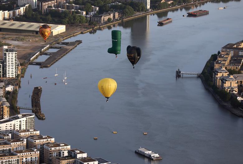 Khinh khí cầu đủ màu sắc rợp trời thủ đô London của Anh - Ảnh 5.
