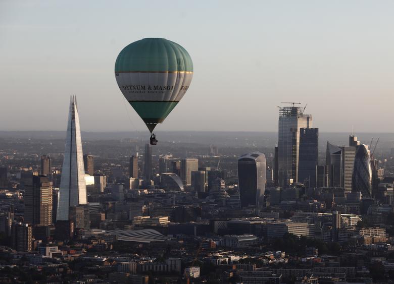 Khinh khí cầu đủ màu sắc rợp trời thủ đô London của Anh - Ảnh 6.