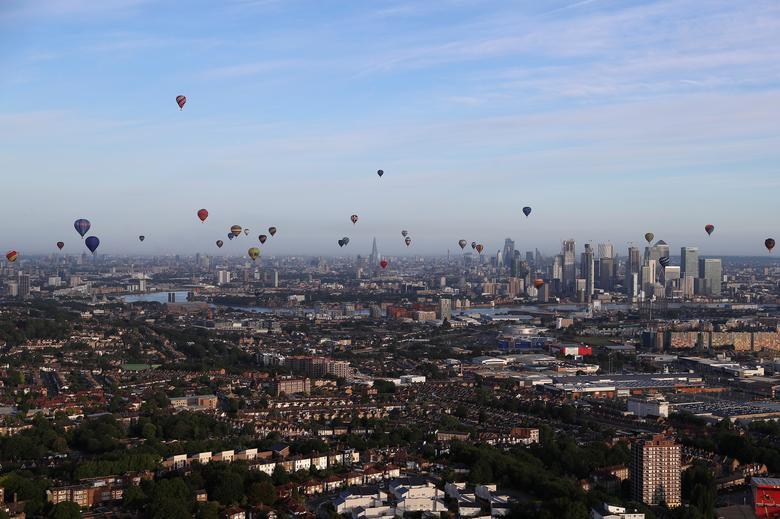 Khinh khí cầu đủ màu sắc rợp trời thủ đô London của Anh - Ảnh 10.