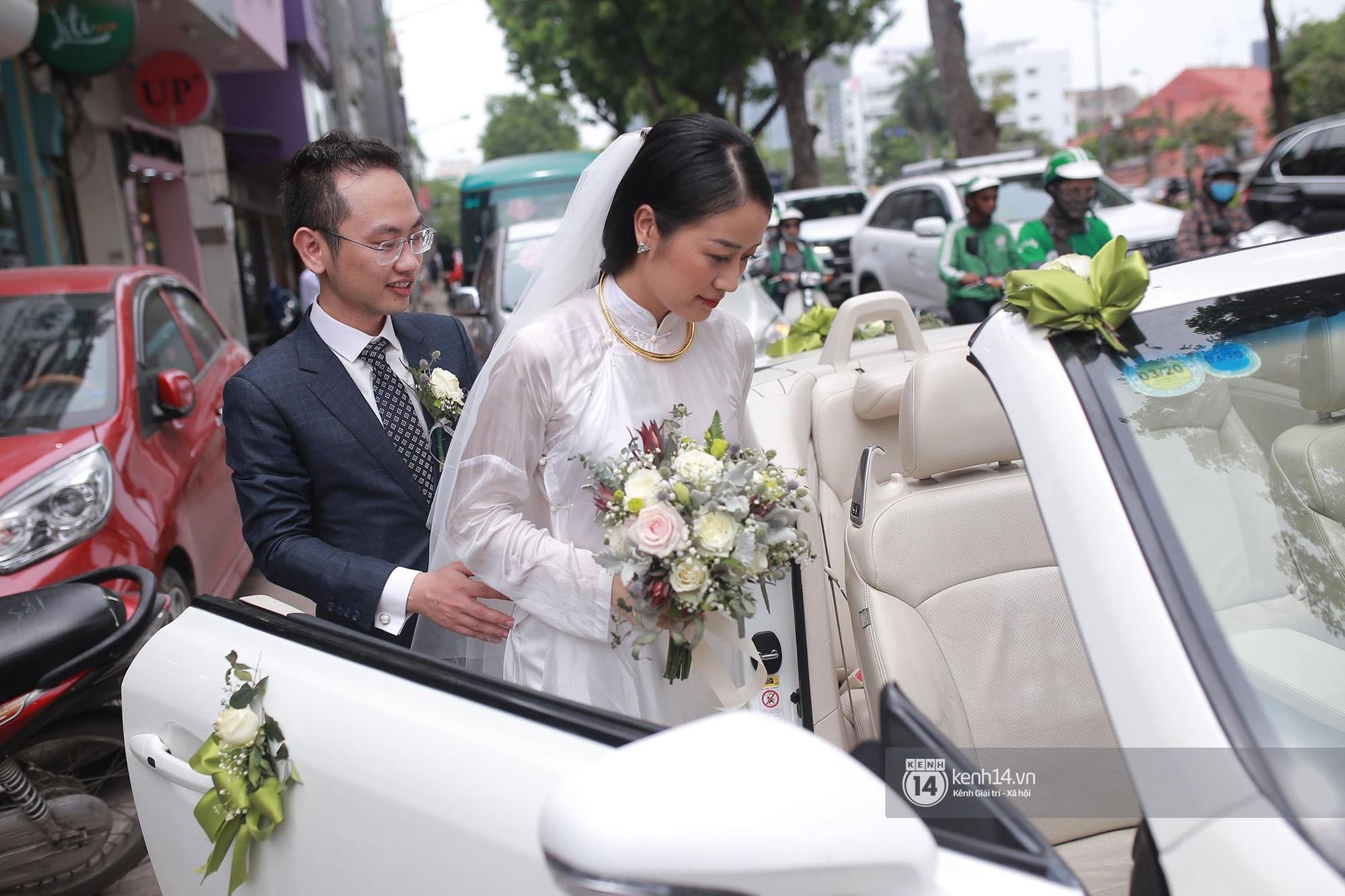 Chồng sắp cưới xúc động, dành nụ hôn tình cảm cho MC Phí Linh trong đám hỏi - Ảnh 12.