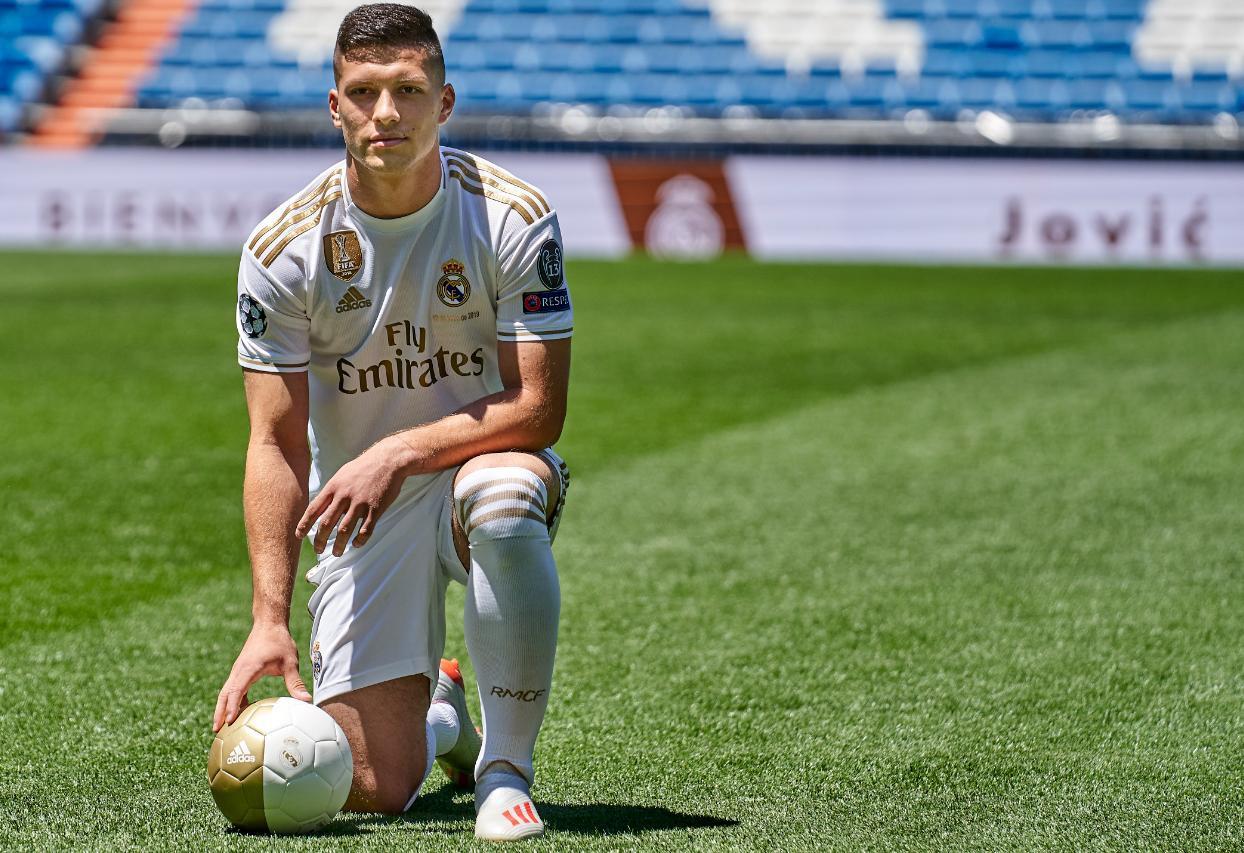 Tân binh siêu đẹp trai trị giá 1.600 tỷ VNĐ của Real Madrid ra mắt khán giả với khuôn mặt lạnh như tiền - Ảnh 1.