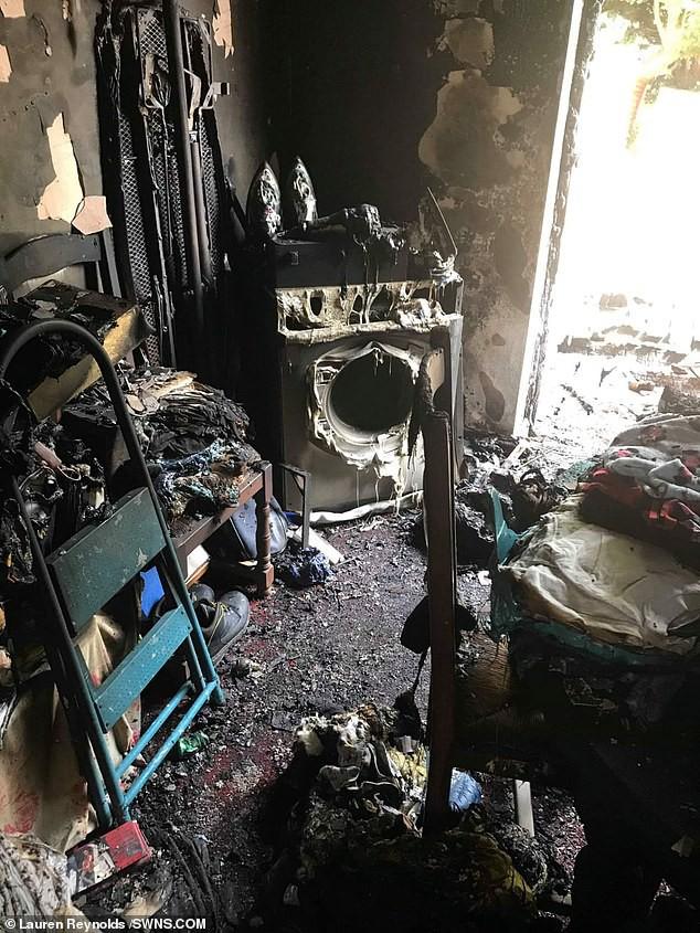 Ôm hận vì bị đá, thanh niên tẩm xăng đốt cả nhà và chuồng thú cưng của người yêu cũ - Ảnh 1.