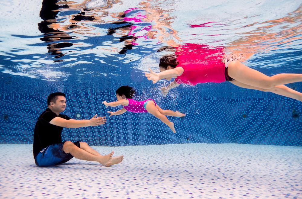 Cho trẻ học bơi từ sớm: không chỉ giúp thân thể khoẻ mạnh mà còn là kỹ năng sống còn quan trọng - Ảnh 5.