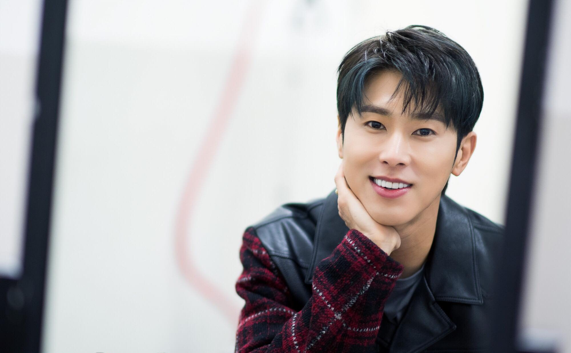 Yunho (DBSK) vừa debut đã dẹp loạn đàn em SHINee, Super Junior, EXO, lọt top với cựu thành viên Wanna One - Ảnh 2.