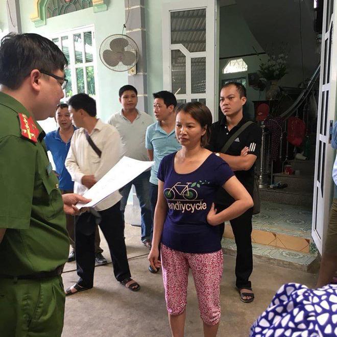 Mẹ nữ sinh giao gà ở Điện Biên tóc bạc trắng đầu sau 2 tuần bị bắt - Ảnh 1.