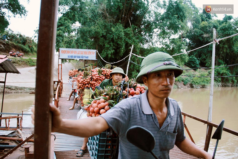 Chùm ảnh: Người dân Bắc Giang ùn ùn đi bán vải, đường phố ùn tắc hàng km - Ảnh 3.