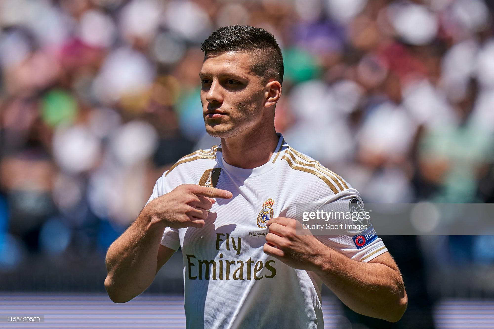 Tân binh siêu đẹp trai trị giá 1.600 tỷ VNĐ của Real Madrid ra mắt khán giả với khuôn mặt lạnh như tiền - Ảnh 4.