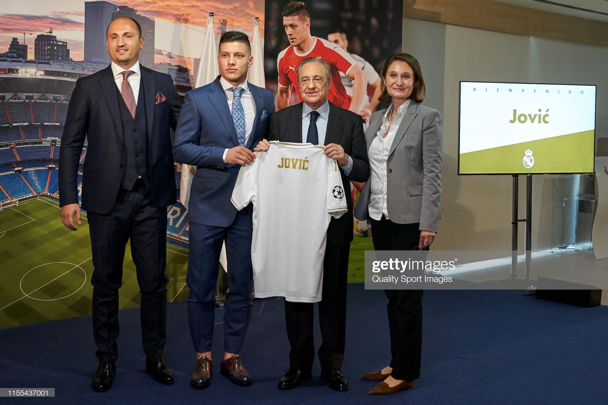 Tân binh siêu đẹp trai trị giá 1.600 tỷ VNĐ của Real Madrid ra mắt khán giả với khuôn mặt lạnh như tiền - Ảnh 5.